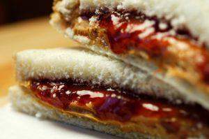 Este sándwich lleva una jalea especial de ruibarbo